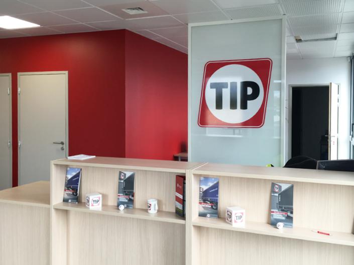 Adhésif à la forme, logo impression braillante pour TIP Trailer Services