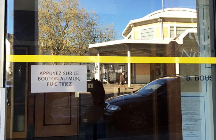 Liseret de securité porte à Nantes Talensac et bouton ouverture de portes