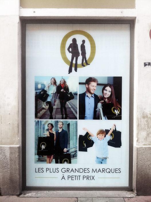 Adhésif collé en intérieur pour un magasin de vêtements au centre ville de Nantes 3x2 mètres pour L'Ombre des Marques