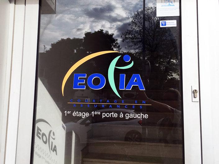 Adhésif sur vitre de porte pour le coutier en assurances Eolia à Nantes