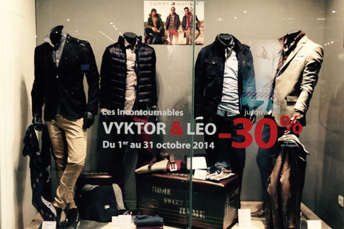Adhésif promotionnel découpé sur vitrine - Vyktor & Leo