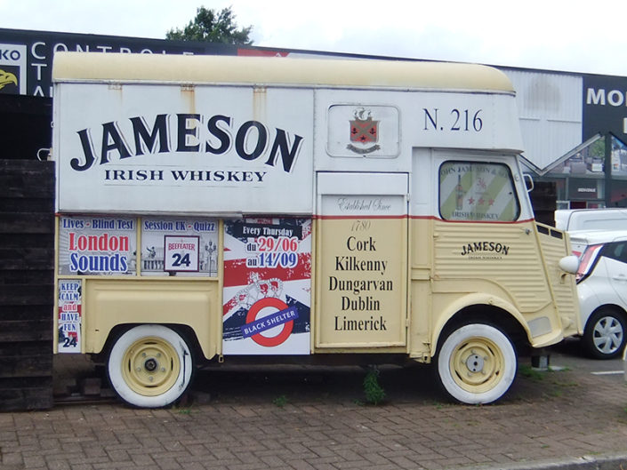 Habillage camion ancien Citroën Type H Jameson pour The Black Shelter Carquefou