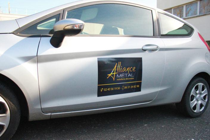 Magnet sur voiture commerciale pour Alliance Métal à Nantes