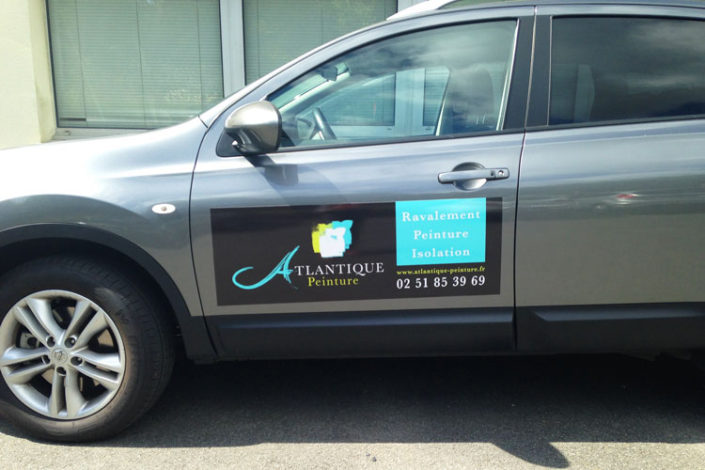 Magnet publicitaire pour décorer une voiture de fonction pour Atlantique Peinture à Nantes