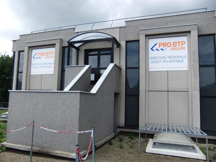 Panneau Dibond® en hauteur grand format sur la place Zola à Nantes - Accessibilité difficile