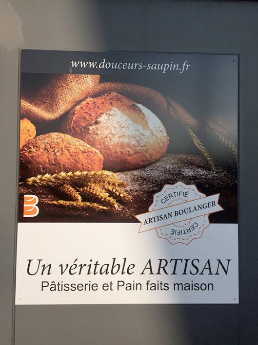 Panneau Dibond® extérieur photo achetée pour le compte de l'annonceur Boulangerie Les Douceurs de Saupin à Nantes
