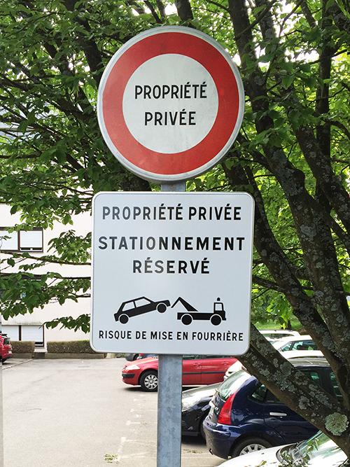 Panneau propriété privée stationnement réservé parking privé à Nantes, Pont du Cens