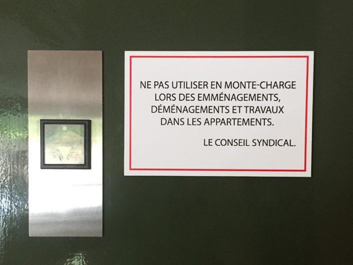 Plaque de signalisation pour un ascenseur, syndic de copropriété Nantes Canclaux