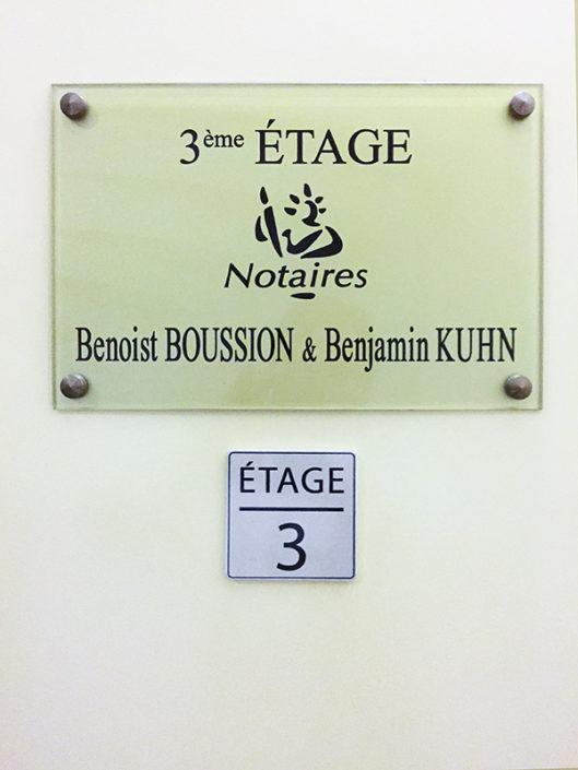Plexiglas® plaque transparente signalétique notaire étage Centre Ville Nantes