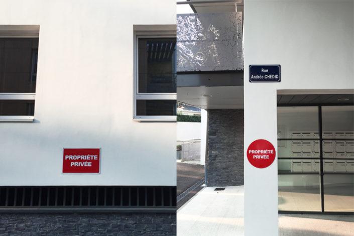 Panneau rond propriété privée et panneau rectangulaire sur façade immeuble Nantes quartier Mellinet