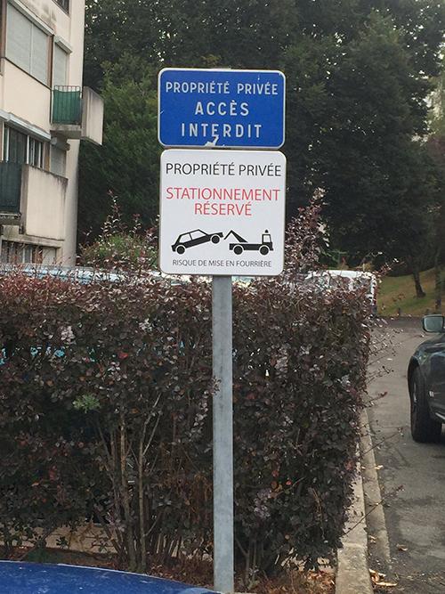 Panneau de signalisation de syndic propriété privée et stationnement réservé