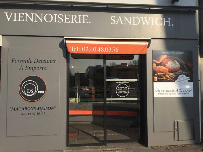 Enseigne et vitrine de la Boulangerie Les Douceurs de Saupin à Nantes (44)