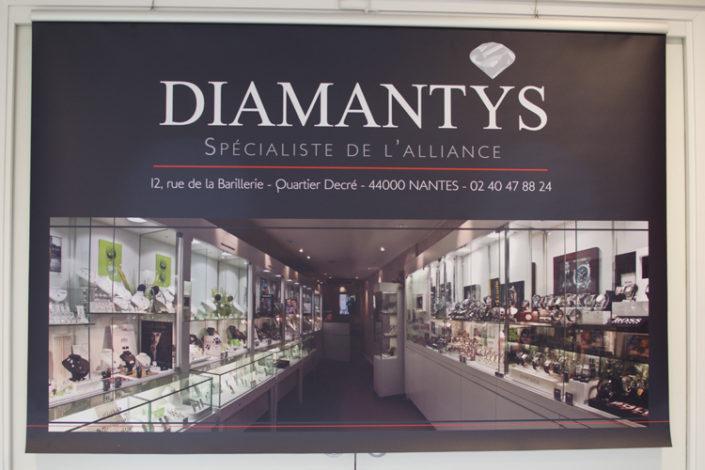 Bâche Diamantys pour salon du mariage Angers, 300 grammes avec traverse supérieure, excellente tenue