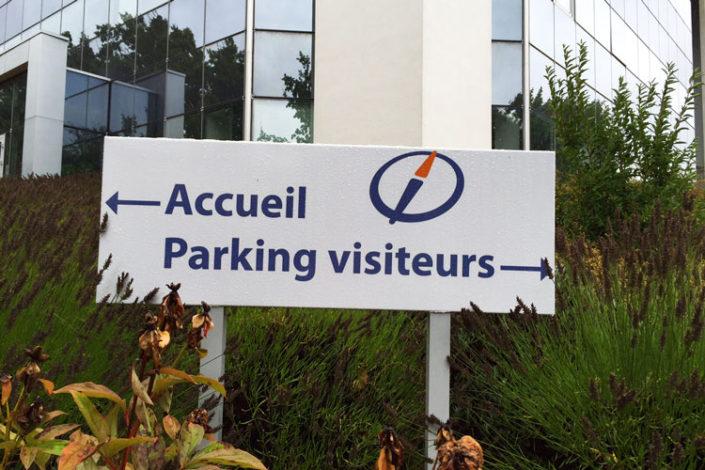 Panneau directionnel d'accueil et indication des parkings Nantes quartier Beaujoire
