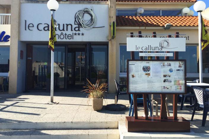 Porte menu extérieur pour l'hotel restaurant Le Calluna à Préfailles