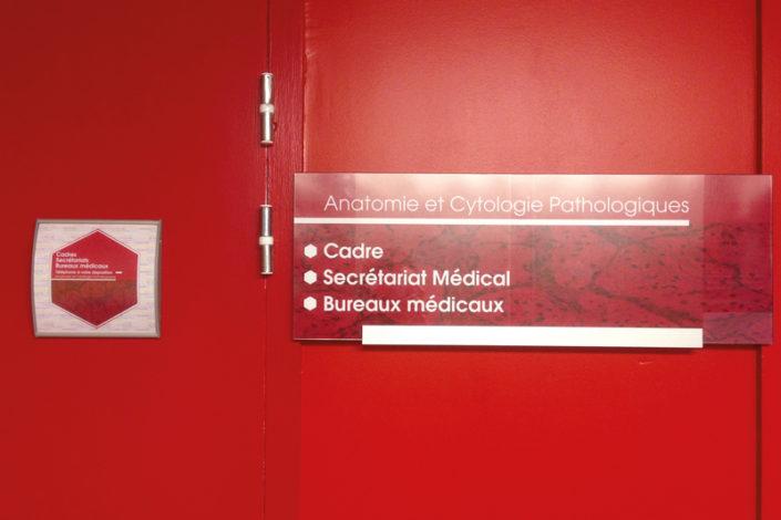 Signalétique intérieure directionnelle CHU Nantes, Cabinet d'Architecture Céris Saint Herblain