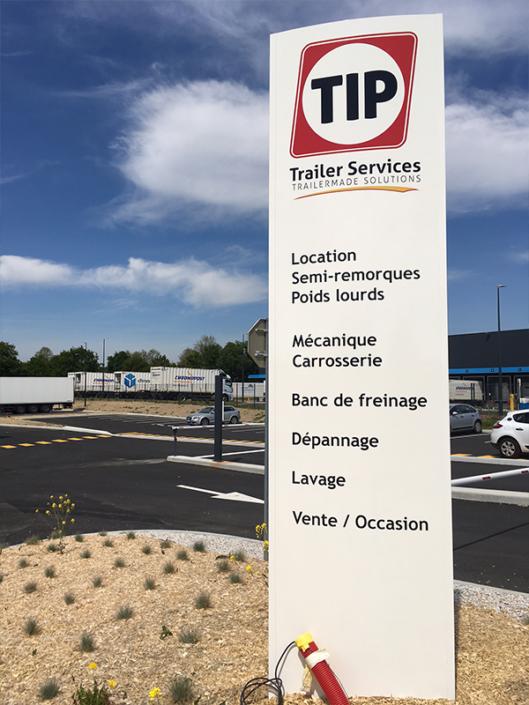 Totem de 4m de haut pour les nouveaux locaux de TIP Trailer Services à La Belle Etoile à Carquefou (44)