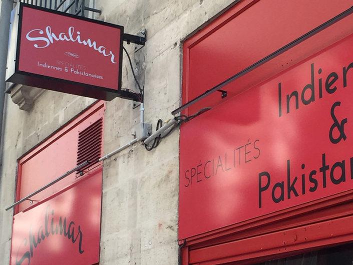 Création et pose d'une enseigne drapeau lumineuse pour le restaurant Shalimar situé à Graslin à Nantes (44)