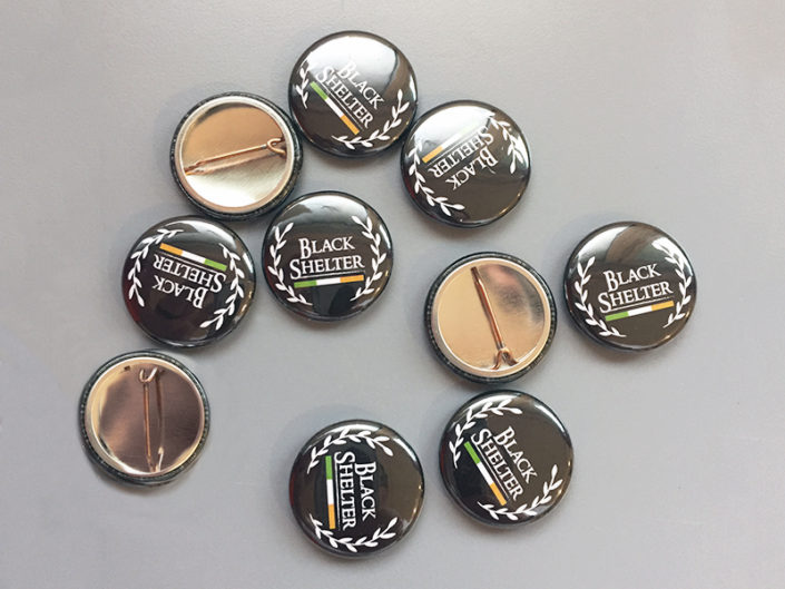 Personnalisez vos badges à votre image, que ce soit pour les goodies à offrir à vos clients, ou bien reconnaître vos clients VIP parmi les autres, en voilà une bonne idée !