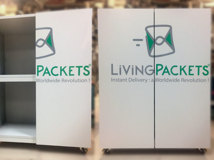 Impression et pose d'adhésif en lettres découpées pour Living Packets