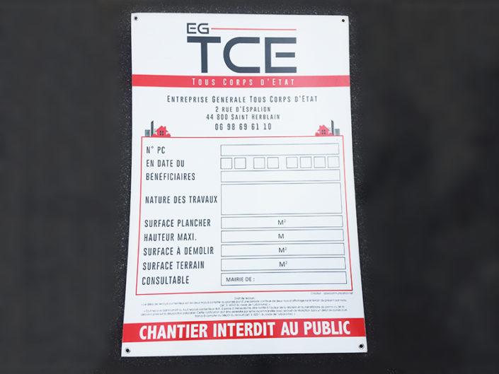 Panneau de chantier pour le maître d'oeuvre EG TCE, avec les informations obligatoires