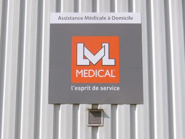 Impression et pose d'un panneau dibond pour LVL Médical à Sainte-Luce-sur-Loire (44)