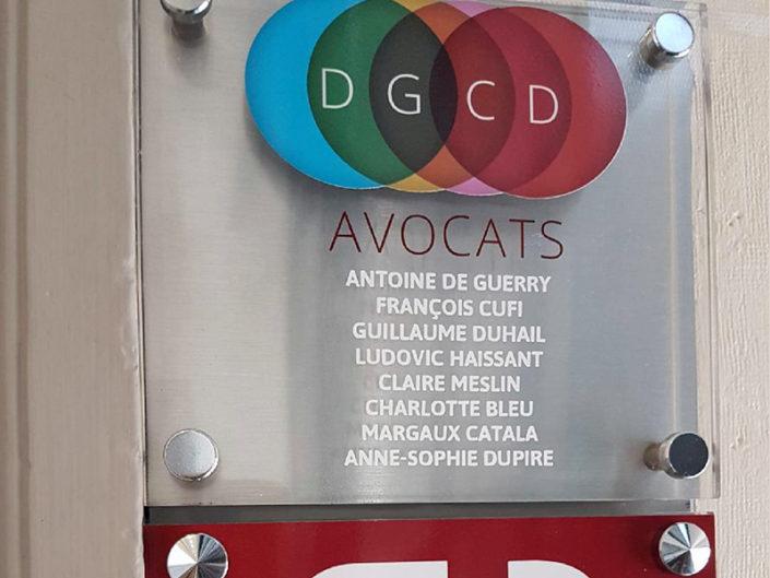 Fabrication, impression et pose de la plaque de plexiglas pour des avocats à Nantes (44)
