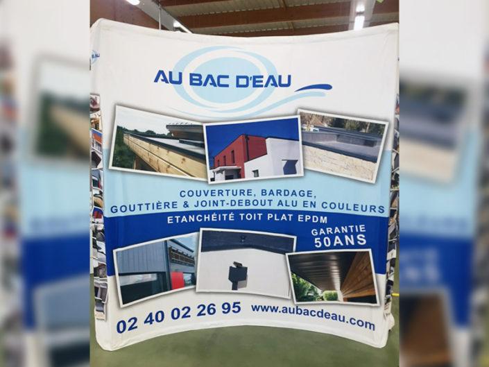 Bâche incurvée personnalisée pour un stand d'exposition sur un salon à Nantes (44)