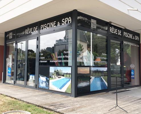 Habillage vitrine adhésifs décoratifs vitrine magasin spa Jacuzzi La Baule Escoublac (44)