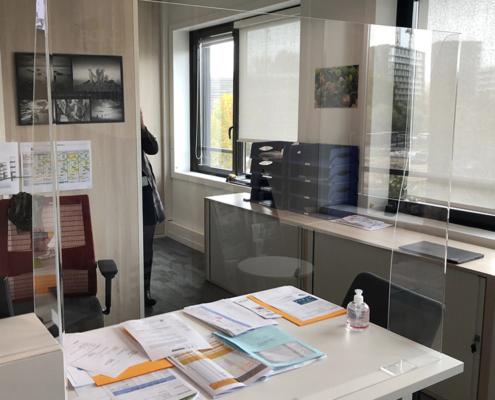 Protection covid-19 plexiglas pour bureau d'accueil entreprise Icade Nantes